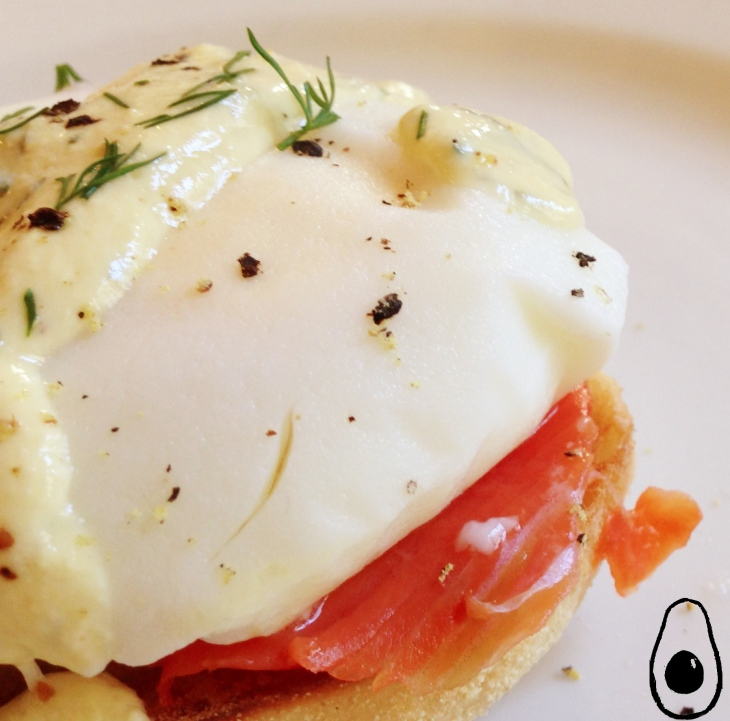 eggs-benedict-with-skinny-hollandaise